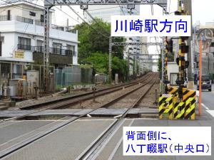 踏切から見た、「川崎駅方向」の線路状況