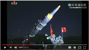 ミサイルを輸送車から立ち上げる