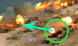 「水平に砲撃しているように見える写真」の拡大図
